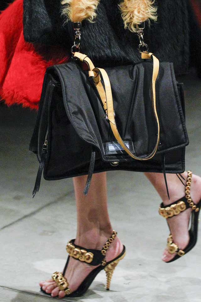 black-big-bag-latest-fashion-handbags-2017-fur-prada