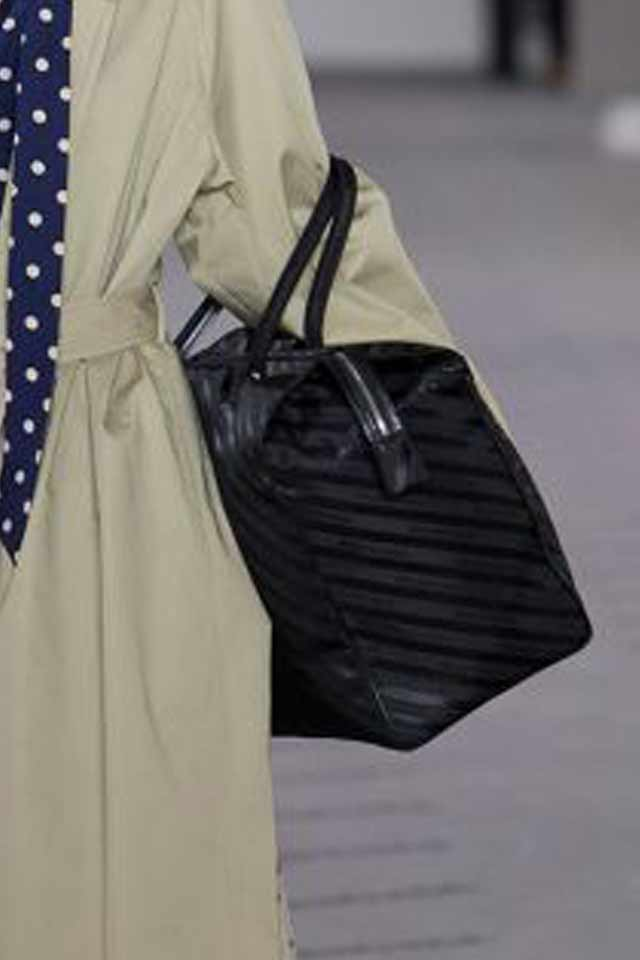 black-handbag-trends-2017-fall-winter-rtw-balenciage-must-have-bags