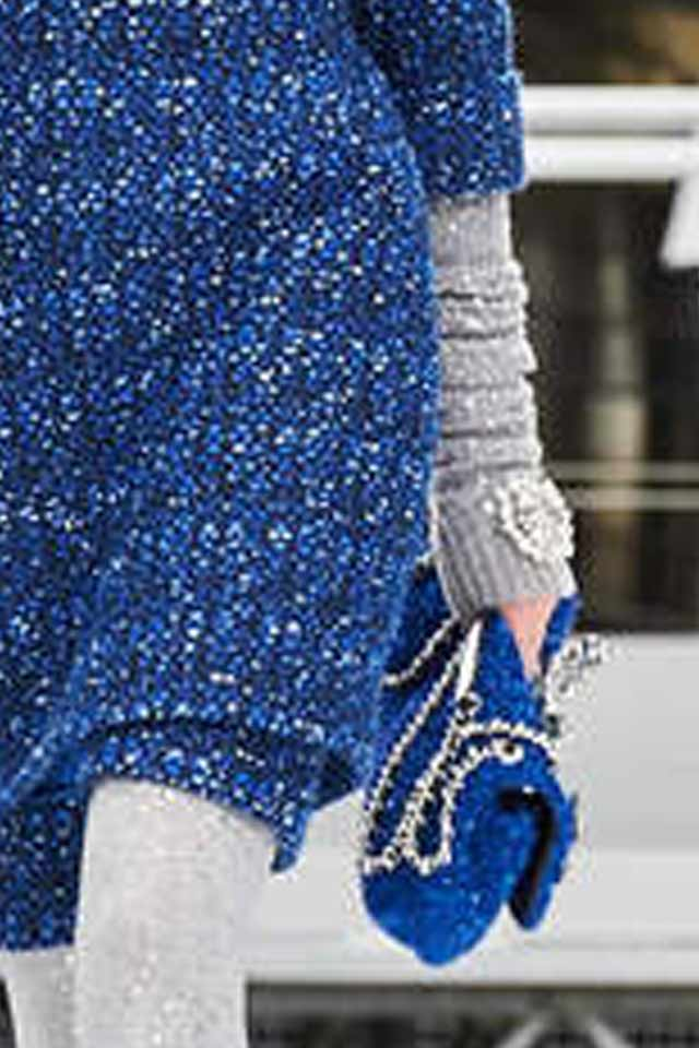 blue-chain-strap-bags-clutch-chanel-runway-trends-for-handbags