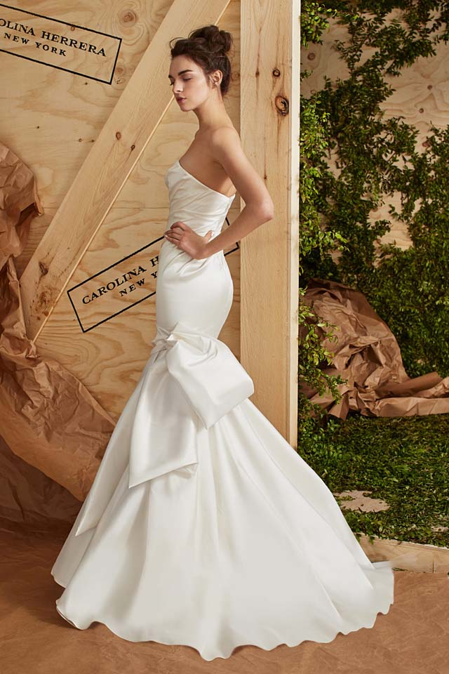 carolina-herrera-bridal-spring-summer-2017-collection (17)-white-gown-bow