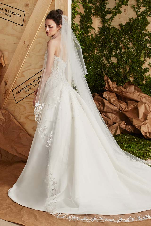carolina-herrera-bridal-spring-summer-2017-collection (5)-long-trail-gown-veil