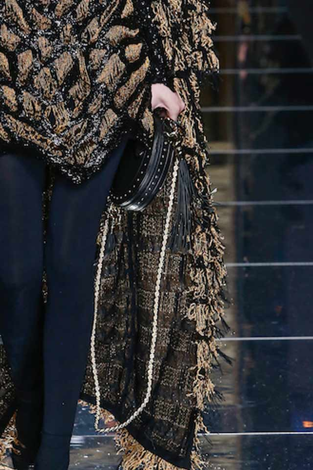 chain-strap-bags-balmain-latest-trends-2017-runway-trends