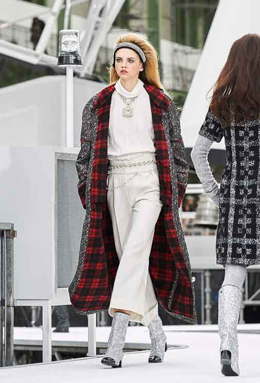 chanel-fw17-rtw-fall-winter-2017-18-collection (18)-white-outfit