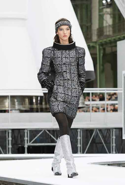 chanel-fw17-rtw-fall-winter-2017-18-collection (19)-metallic-textured-dress