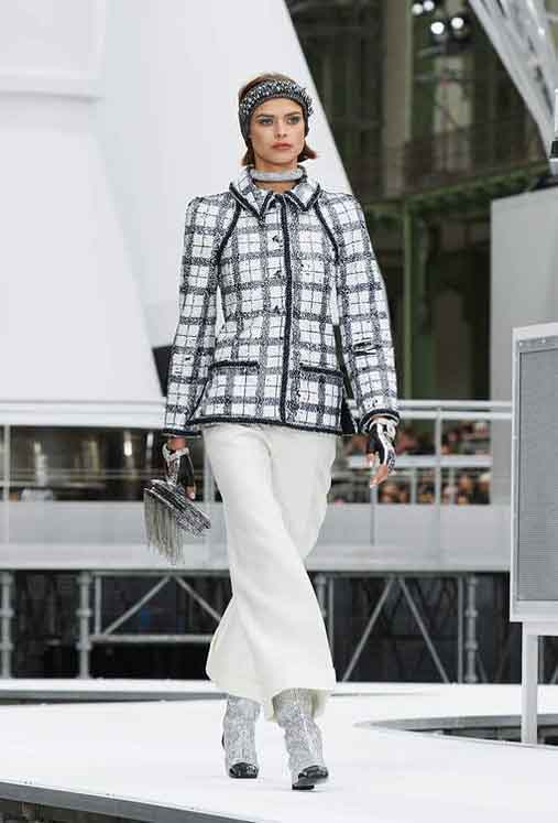 chanel-fw17-rtw-fall-winter-2017-18-collection (2)-checks-coat