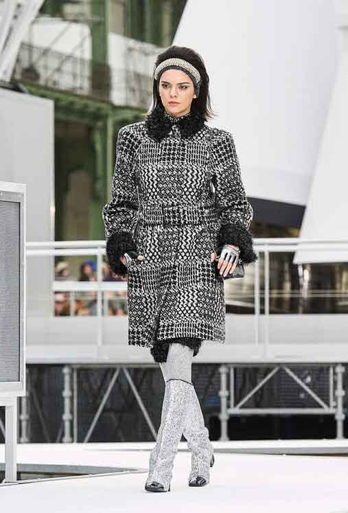 chanel-fw17-rtw-fall-winter-2017-18-collection (22)-fur-detail-kendall-jenner