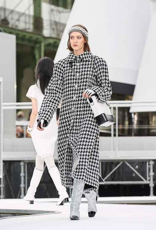 chanel-fw17-rtw-fall-winter-2017-18-collection (23)-checks-coat