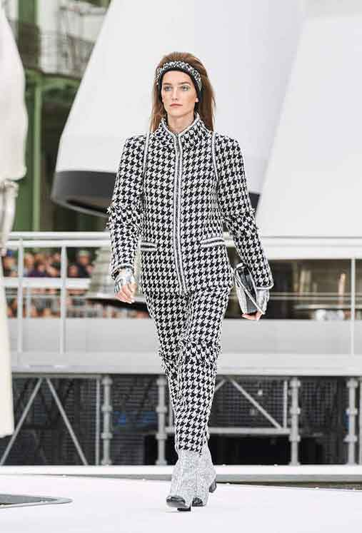 chanel-fw17-rtw-fall-winter-2017-18-collection (25)-checks-suit