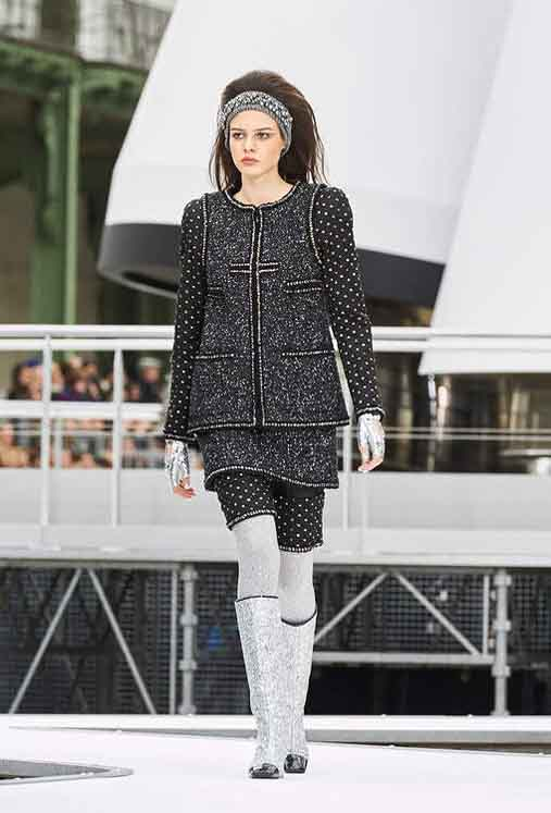 chanel-fw17-rtw-fall-winter-2017-18-collection (27)-black-top-metallic-boots