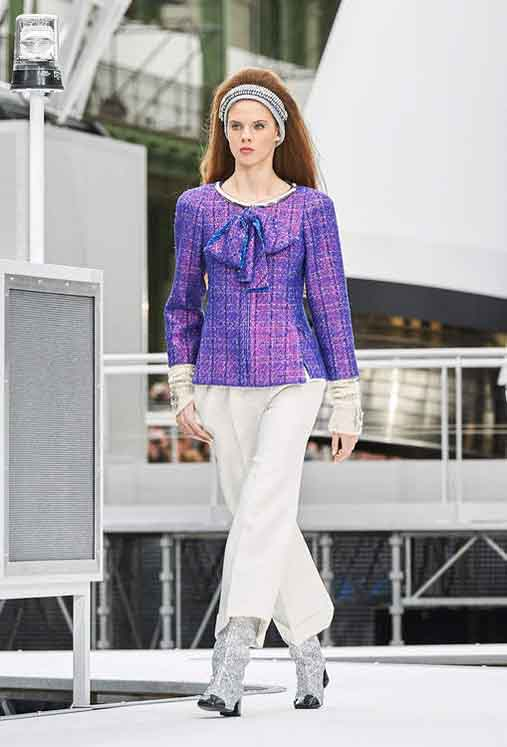 chanel-fw17-rtw-fall-winter-2017-18-collection (30)-purple-metaliic-top