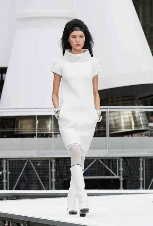 chanel-fw17-rtw-fall-winter-2017-18-collection (34)-white-dress