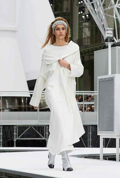 chanel-fw17-rtw-fall-winter-2017-18-collection (37)-white-dress