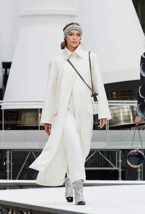 chanel-fw17-rtw-fall-winter-2017-18-collection (38)-white-dress-embellished-headband