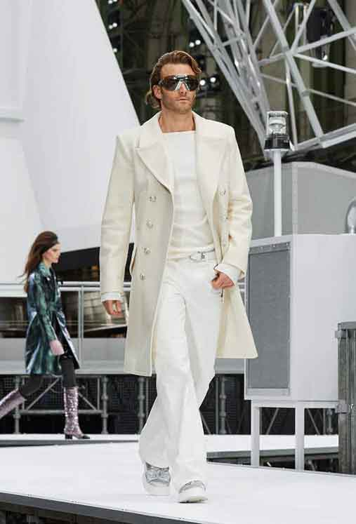 chanel-fw17-rtw-fall-winter-2017-18-collection (39)-white-suit
