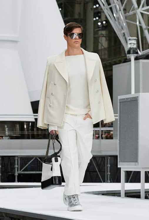 chanel-fw17-rtw-fall-winter-2017-18-collection (41)-sunglasses-bag