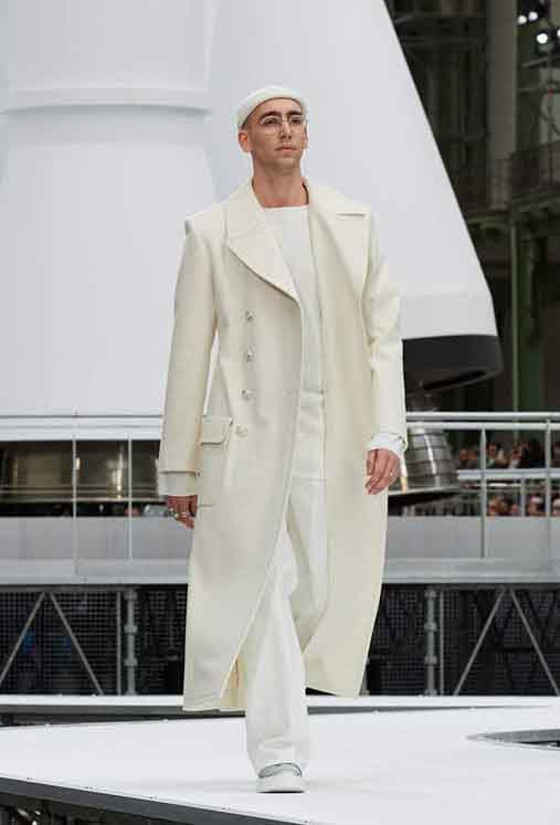 chanel-fw17-rtw-fall-winter-2017-18-collection (43)-glasses-suit-rings