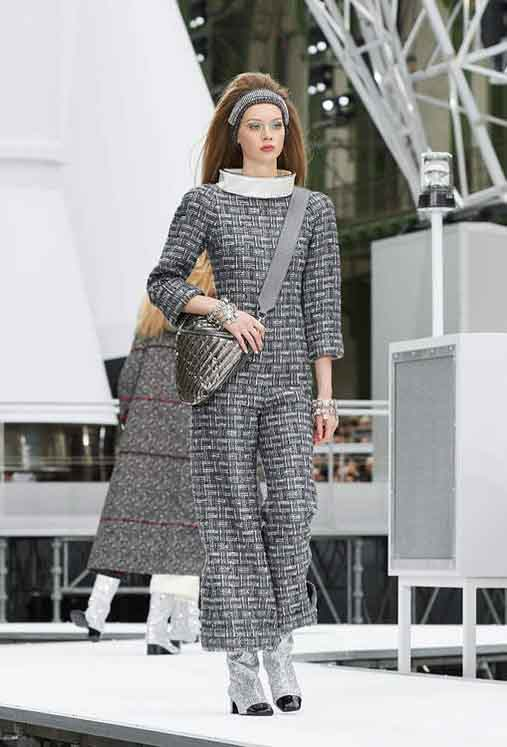 chanel-fw17-rtw-fall-winter-2017-18-collection (5)-checks-dress-hairstyle