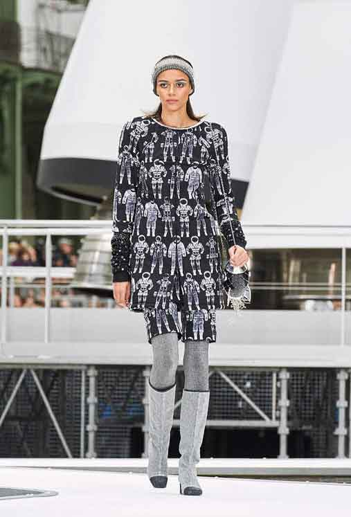 chanel-fw17-rtw-fall-winter-2017-18-collection (53)-graphic-printed-dress
