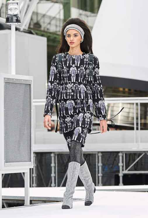 chanel-fw17-rtw-fall-winter-2017-18-collection (54)-leggings-graphic-prints