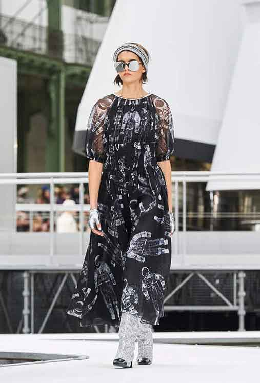 chanel-fw17-rtw-fall-winter-2017-18-collection (58)-space-graphic-prints-dress