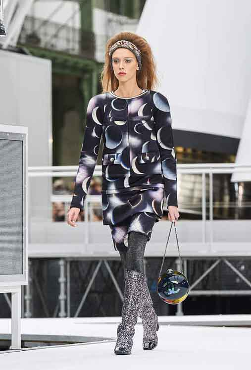 chanel-fw17-rtw-fall-winter-2017-18-collection (59)-graphic-printed-dress