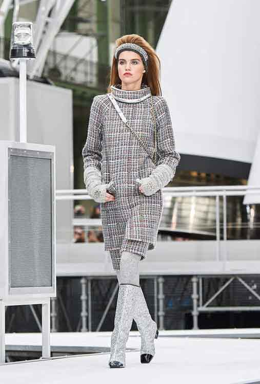 chanel-fw17-rtw-fall-winter-2017-18-collection (6)-gloves-boots