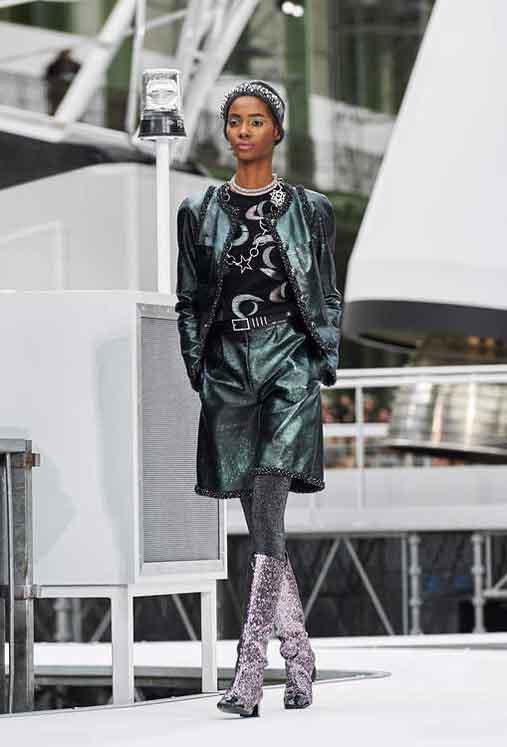 chanel-fw17-rtw-fall-winter-2017-18-collection (61)-eyeshadow-metallic-boots
