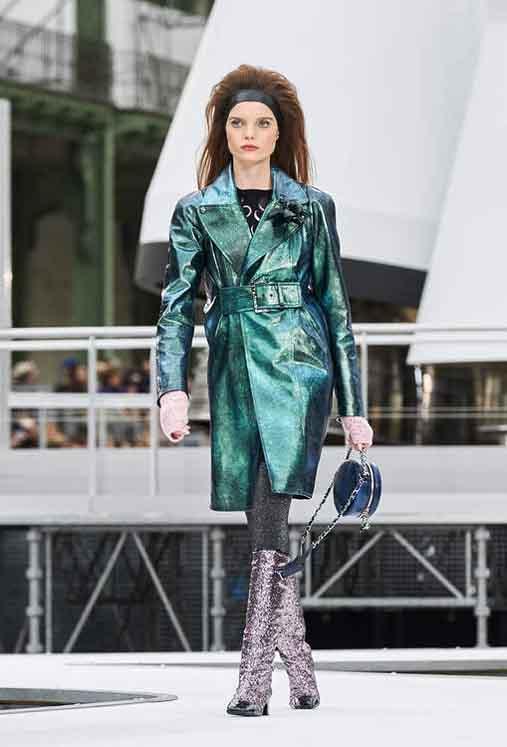 chanel-fw17-rtw-fall-winter-2017-18-collection (63)-green-metallic-coat
