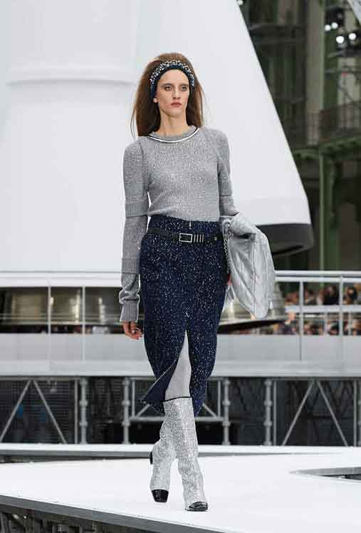 chanel-fw17-rtw-fall-winter-2017-18-collection (64)-shimmer-top-front-slit-skirt