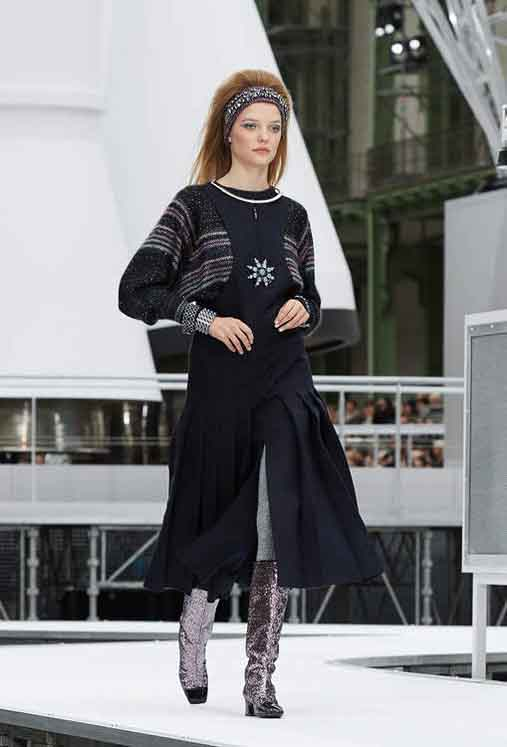 chanel-fw17-rtw-fall-winter-2017-18-collection (67)-sweater-front-slit