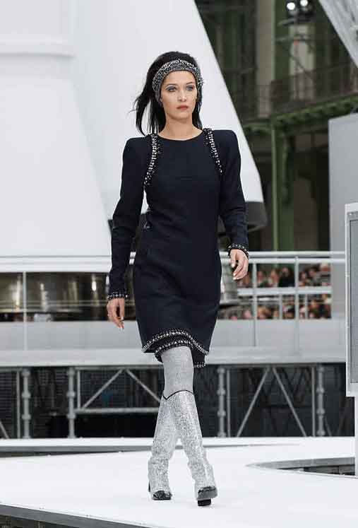 8a05665d4c1e Astronaut Fashion and Chanel Rocket at Chanel Fall Winter 2017-18 ...