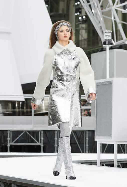 chanel-fw17-rtw-fall-winter-2017-18-collection (7)-metallic-dress