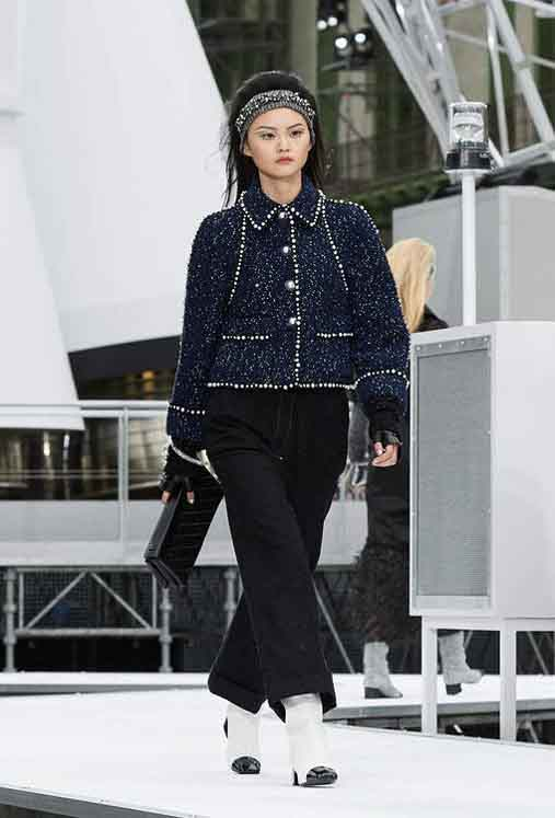 chanel-fw17-rtw-fall-winter-2017-18-collection (70)-embellished-buttoned-sweater