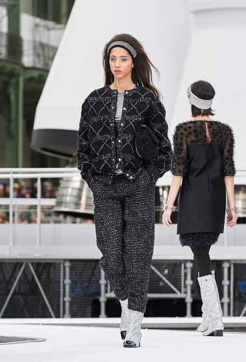 chanel-fw17-rtw-fall-winter-2017-18-collection (72)-sweater-black