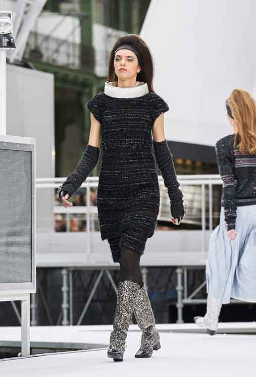 chanel-fw17-rtw-fall-winter-2017-18-collection (75)-sweater-dress-gloves