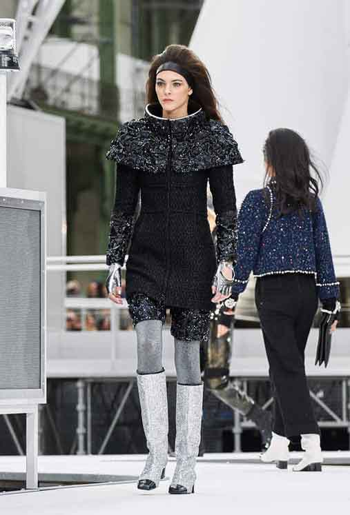 chanel-fw17-rtw-fall-winter-2017-18-collection (79)-black-dress