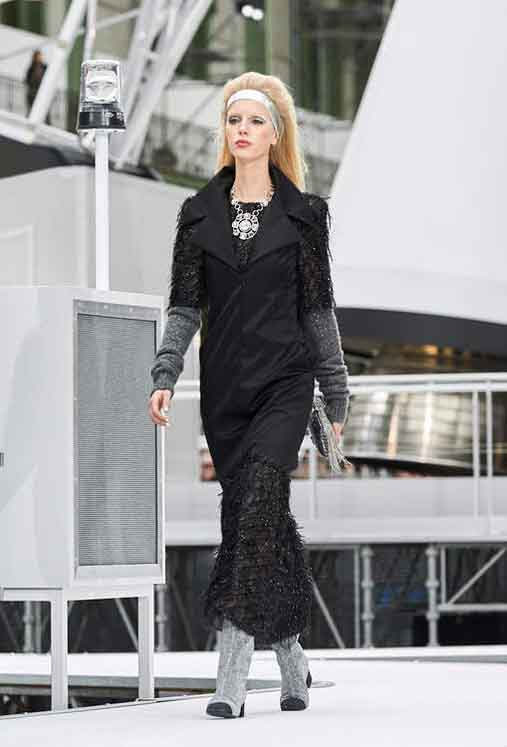 chanel-fw17-rtw-fall-winter-2017-18-collection (86)-black-fringed-dress