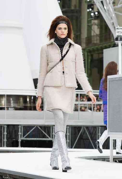 chanel-fw17-rtw-fall-winter-2017-18-collection (9)-fur-dress-metallic-boots