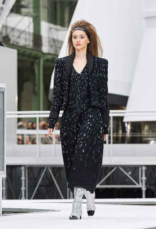chanel-fw17-rtw-fall-winter-2017-18-collection (90)-black-outfit