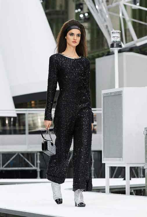 chanel-fw17-rtw-fall-winter-2017-18-collection (92)-black-shimmer-metallic-jumpsuit