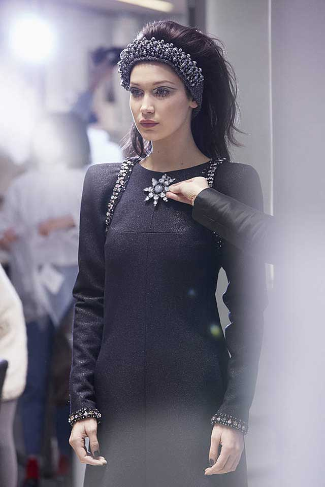 chanel-fw17-rtw-fall-winter-2017-18-collection-backstage-pics (2)-hairstyle