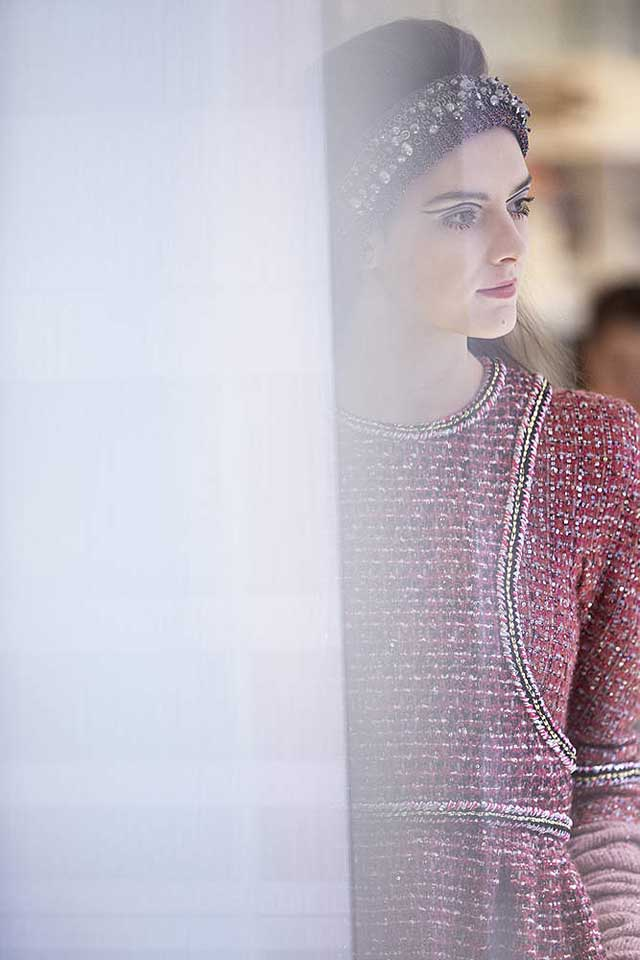 chanel-fw17-rtw-fall-winter-2017-18-collection-backstage-pics (4)-model-candid-moments