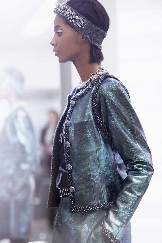 chanel-fw17-rtw-fall-winter-2017-18-collection-backstage-pics (6)-candid-shot