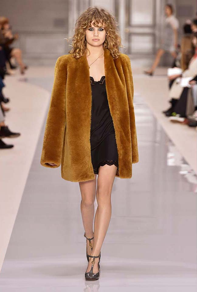 chloe-fw17-rtw-fall-winter-2017-18-collection (29)-brown-fur-coat