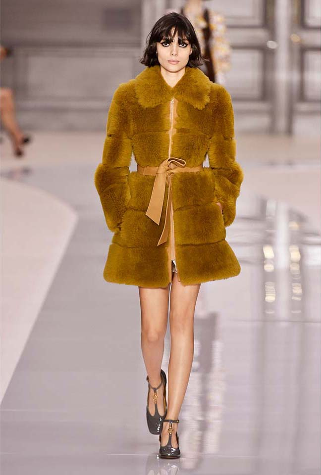 chloe-fw17-rtw-fall-winter-2017-18-collection (3)-fur-coat