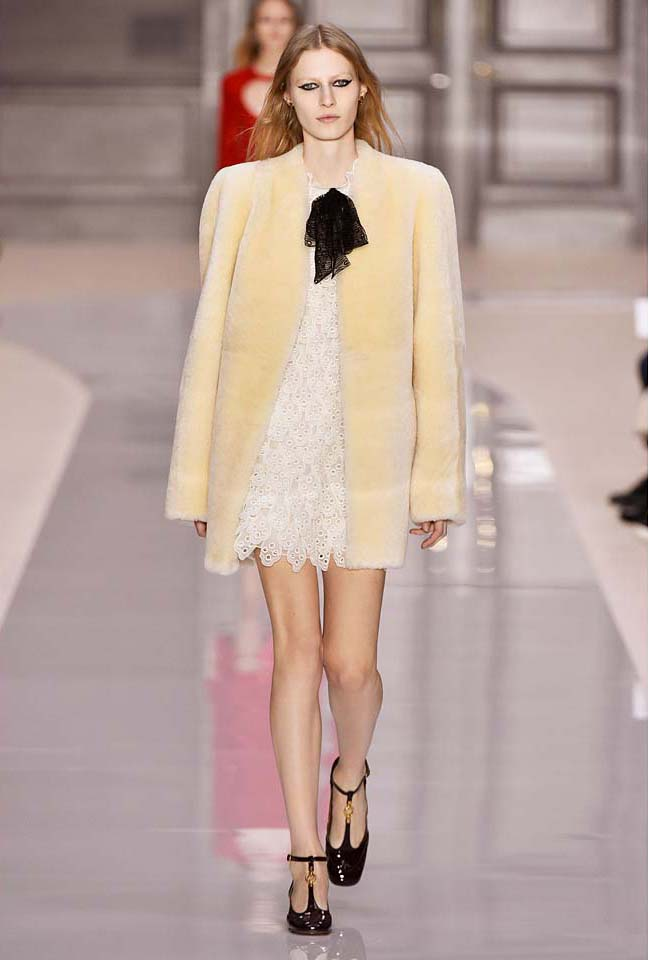 chloe-fw17-rtw-fall-winter-2017-18-collection (40)-white-lace-dress-fur-coat