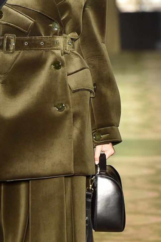 designer-handbag-trends-saddle-bag-latestblack-2017-runway-trends