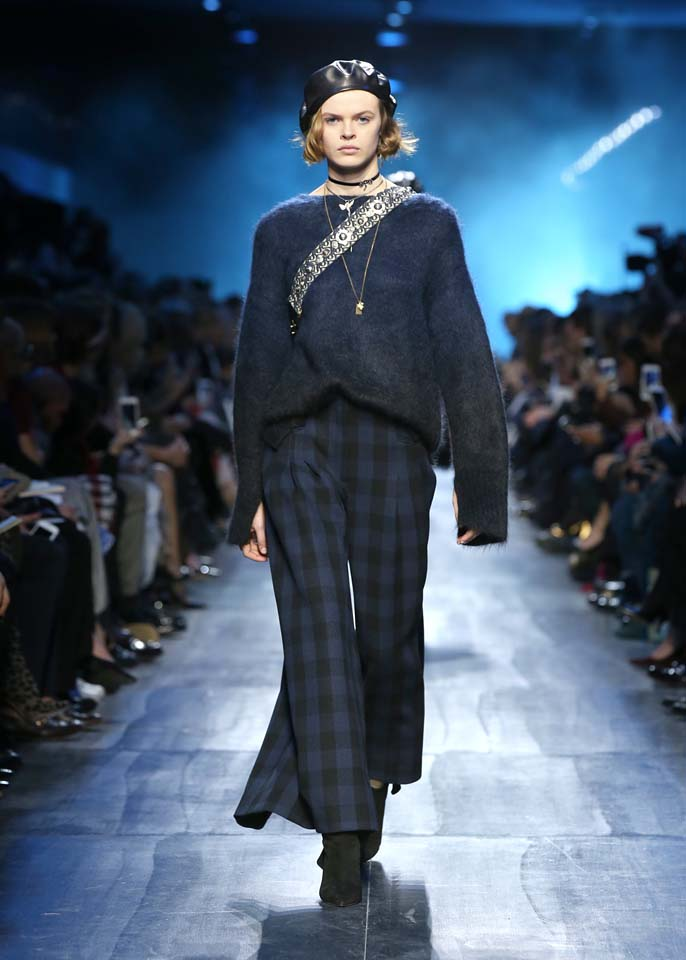 dior-fw17-rtw-fall-winter-2017-18-collection (16)-checks-pant