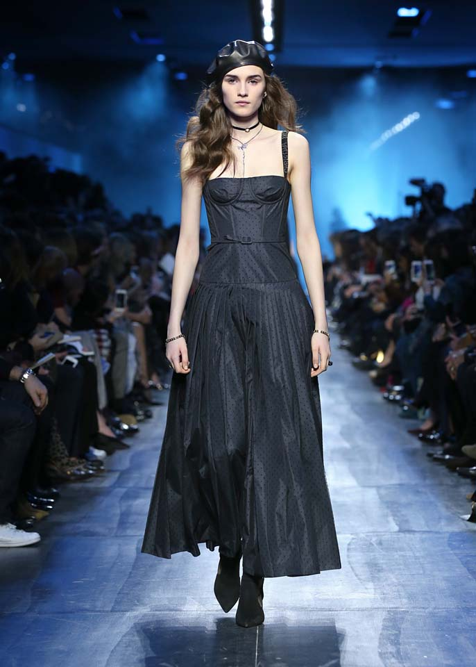 dior-fw17-rtw-fall-winter-2017-18-collection (19)-gown-cap