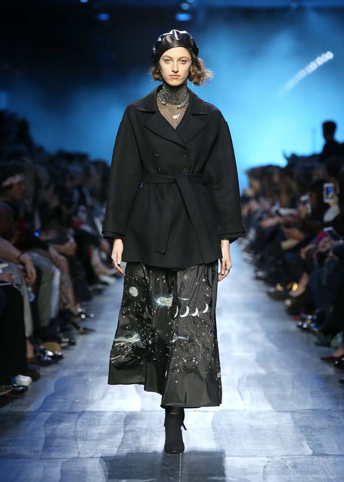 dior-fw17-rtw-fall-winter-2017-18-collection (36)-black-coat